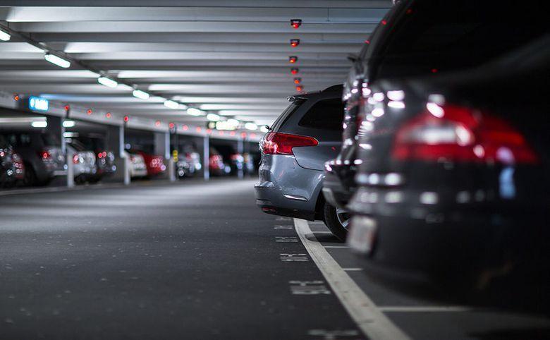 Семь пристроенных многоуровневых паркингов на 2000 мест